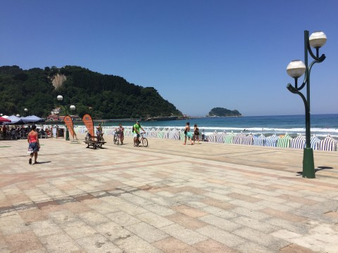 Beachlife in accessible Zarautz 1