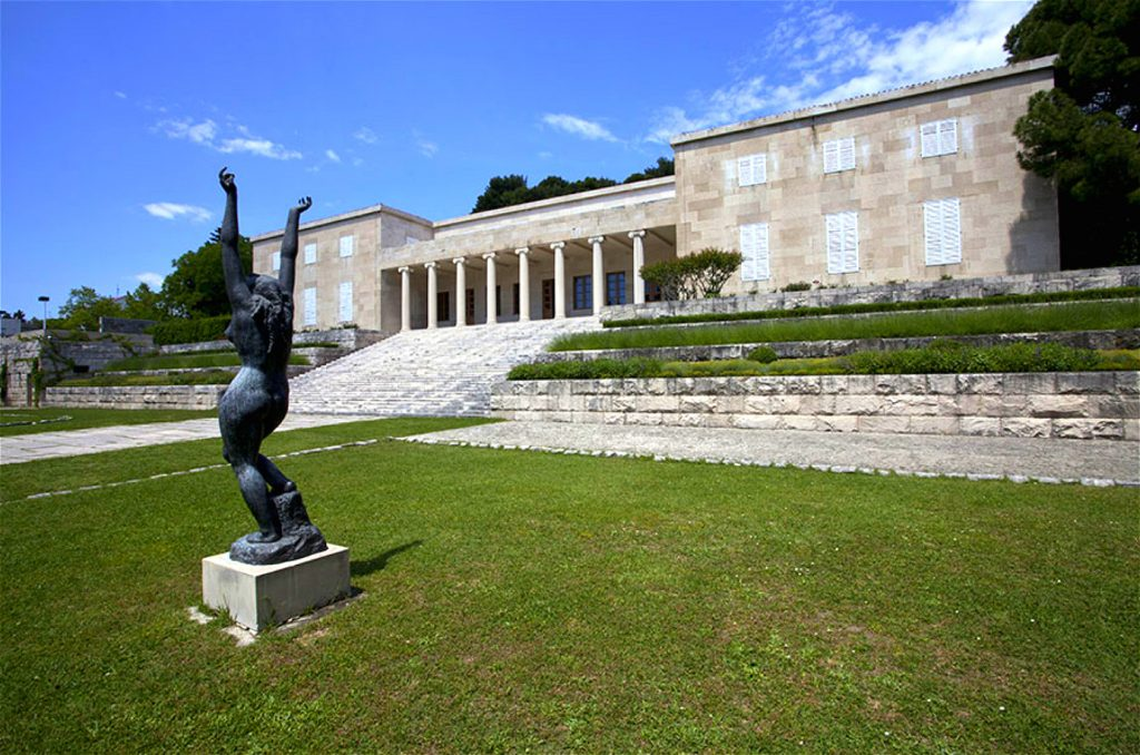 IVAN MESTROVIC GALLERY split