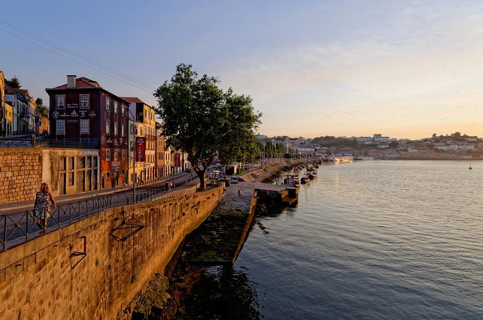 wheelchair accessible Porto